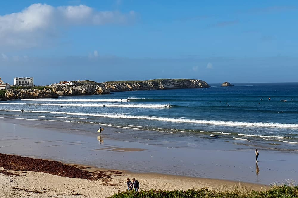 Perfect mellow waves at Prainha in Peniche