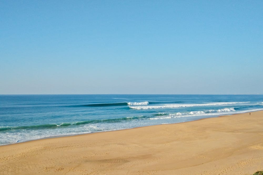 The beach break Foz do Sizandro with good surf conditions