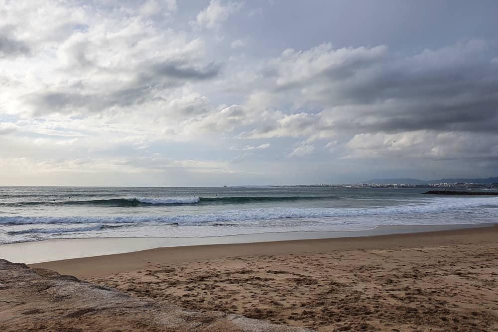 Wave breaking in between the jetties at Costa da Caparica
