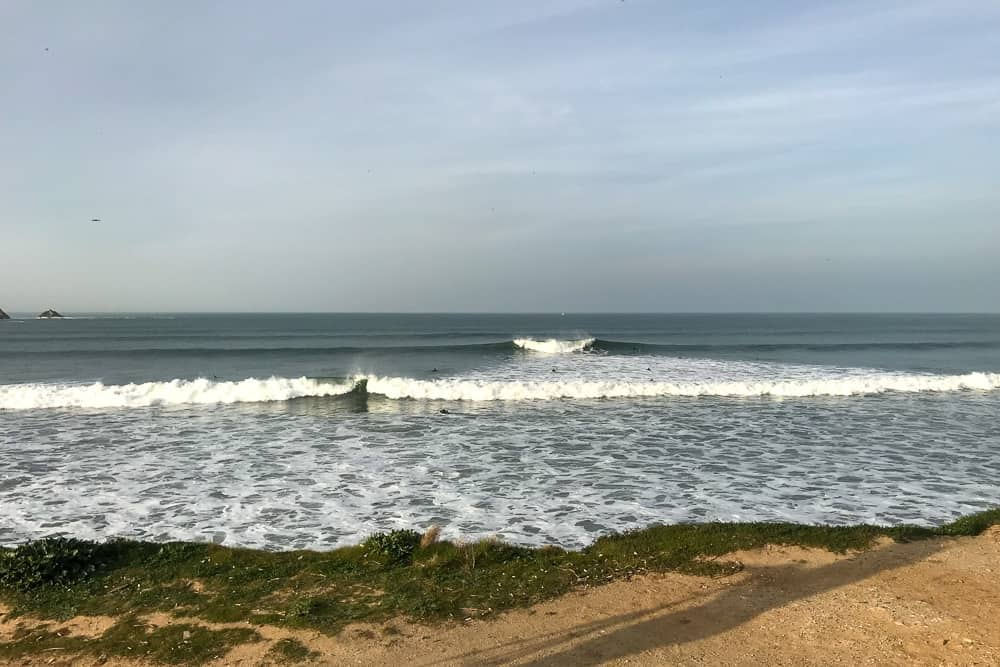 Typical a-frame wave breaking both left and right at the surf spot Lagide in Peniche